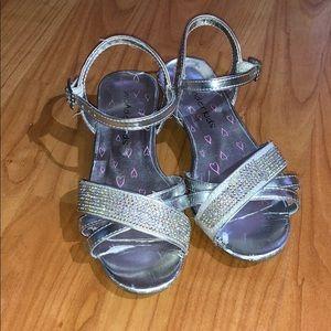 Wonder kids Cute silver dress shoes with heel